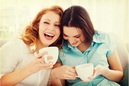 Подруги за чашкой кофе