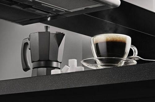 Чашка кофе и чайник