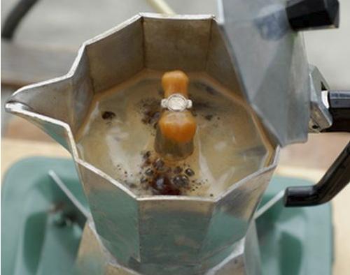 Приготовление кофе в кофеварке